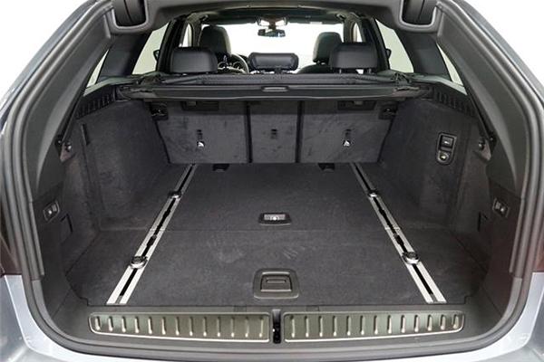 Kofferraumwanne für BMW 5er Touring G31 2017 Hinweis