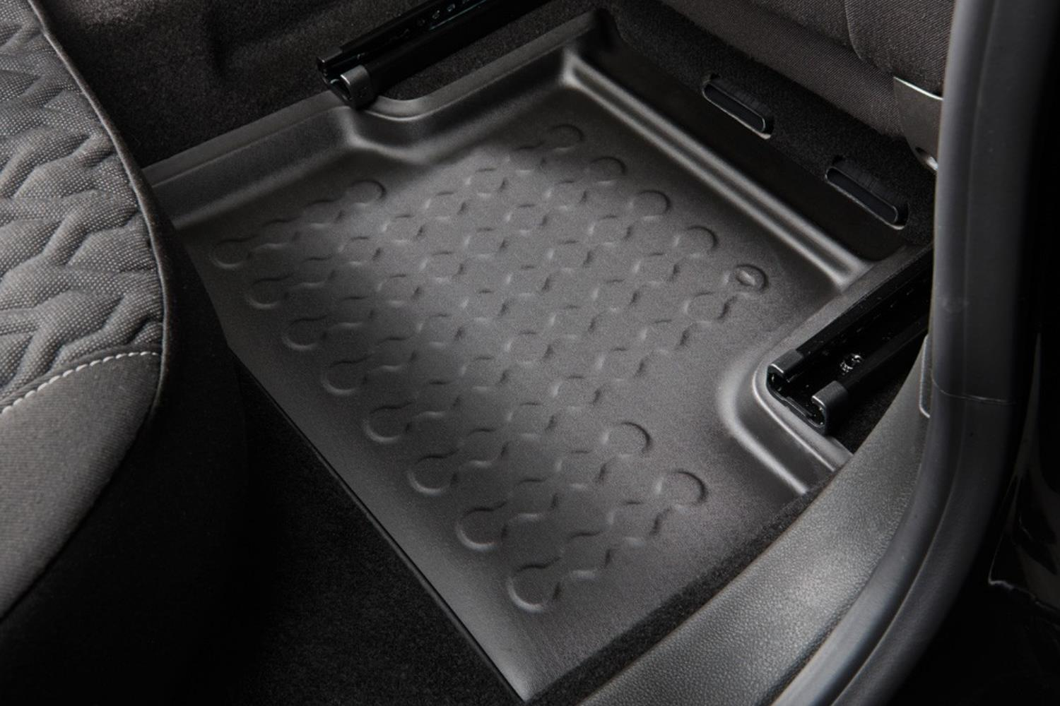 Example - Carbox car mat PE rubber - rear-right - black (2)