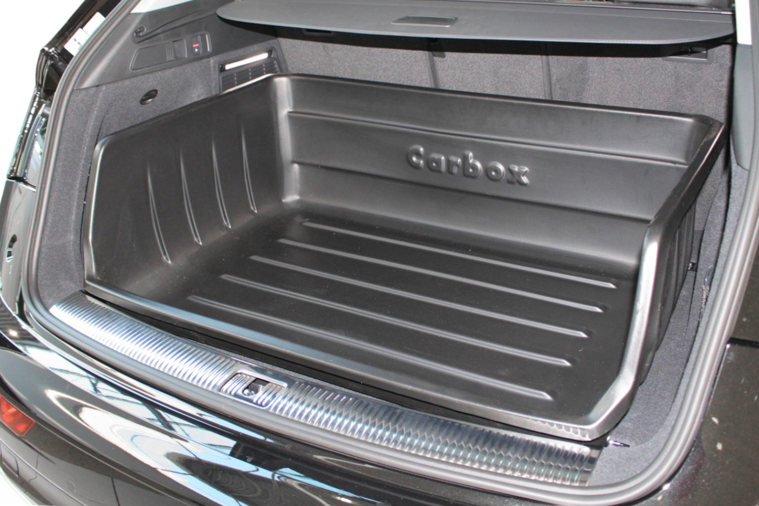 Boot liner Audi Q3 (8U) 2011-2018 Carbox Classic YourSize 99 high sided