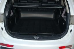 Mitsubishi Outlander III 2012-> Carbox Classic high sided boot liner (MIT3OUCC) (2)