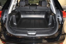 Nissan X-Trail II (T32) 2013-> Carbox Classic high sided boot liner (NIS4XTCC) (1)