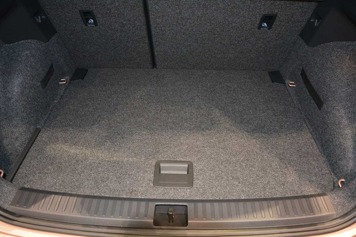 seat arona kj tapis de coffre car parts expert. Black Bedroom Furniture Sets. Home Design Ideas